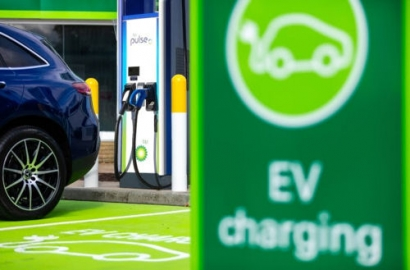 BMW and Daimler Mobility Partner with BP for Digital Charging Solutions GmbH