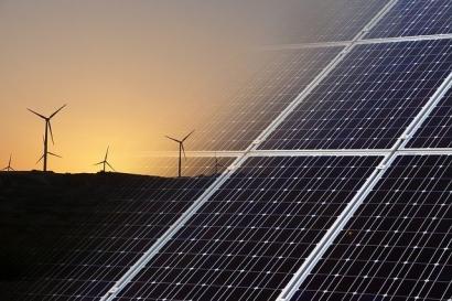 AGEL Receives LOA For 600 MW Wind-Solar Hybrid Power Project
