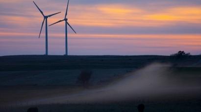 Tesla and BP Test Battery Storage at South Dakota Wind Farm