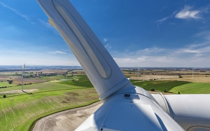 Mercedes-Benz and VSB Sign Long-Term Supply Contract for Wind-Generated Electricity