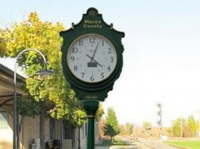 Chomko LA Offers Solar Powered Street Clocks