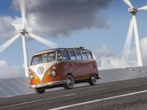 Volkswagen convierte en eléctrica la furgoneta más hippie de la historia