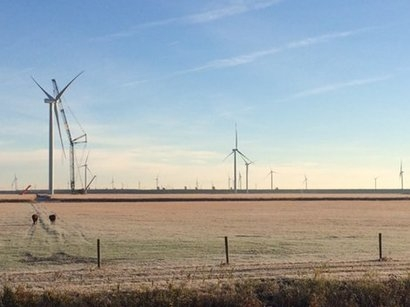 Record wind farm construction now underway in the US