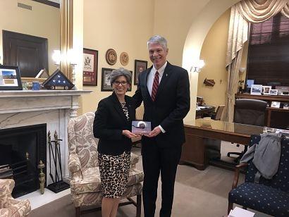 Senator Joni Ernst receives US Wind Champion Award