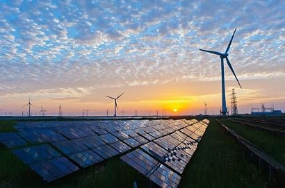 New US capacity additions and growth in solar and wind are expanding faster than natural gas