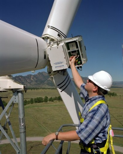 Wind farm O&M costs plummet, Bloomberg finds