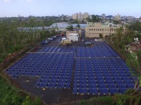 San Juan: Tesla instala su primer sistema fotovoltaico y de almacenamiento en el Hospital del Niño