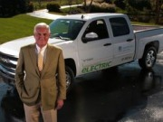 Former GM Vice Chairman unveils world's first eRev pickup truck, SUV at Detroit Auto Show