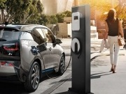 BMW unveils streetlight charging for electric vehicles