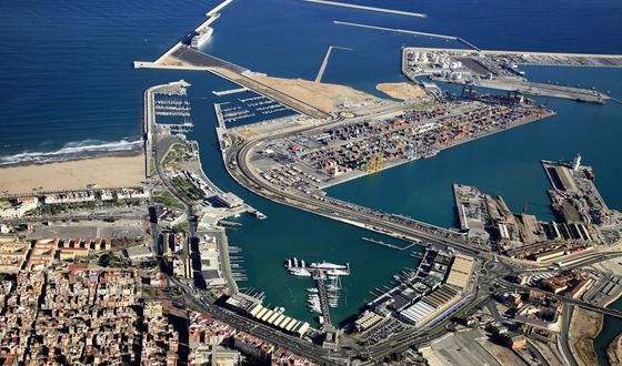 Controlar las emisiones de los barcos reduciría a la mitad la contaminación en las ciudades mediterráneas