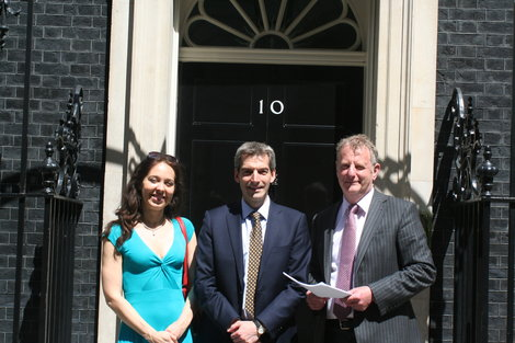 Over 150 UK businesses tell PM to back solar industry